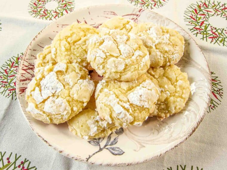 plate of crinkle cookies