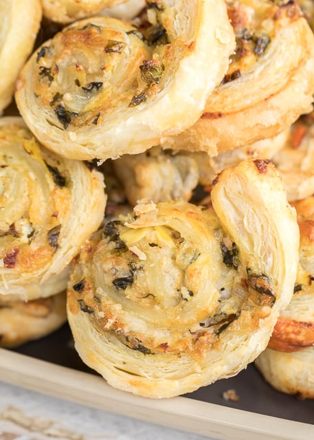 3-Ingredient Spinach Dip Pinwheels - ready to eat in under 20 minutes!!! Spinach and artichoke dip, parmesan cheese and puff pastry. Can make ahead of time and refrigerate or freezer for later. Great for parties and tailgating! There are never any leftovers!! #appetizer #puffpastry #spinachdip