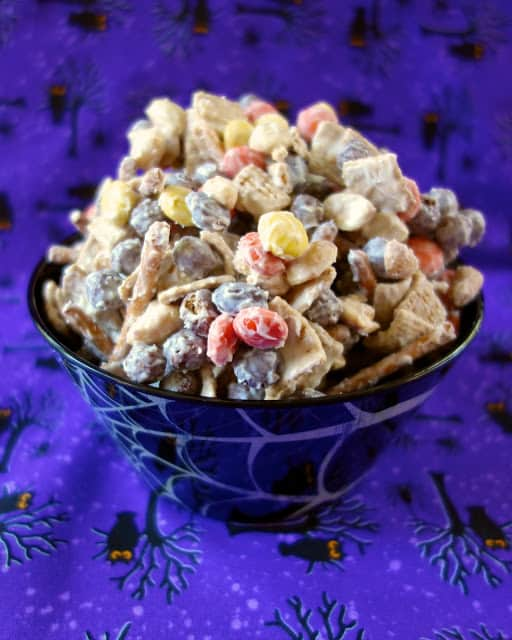 Boo Mix - golden grahams, coco puffs, Reeses pieces, peanuts and pretzels - a sweet & salty Halloween treat!
