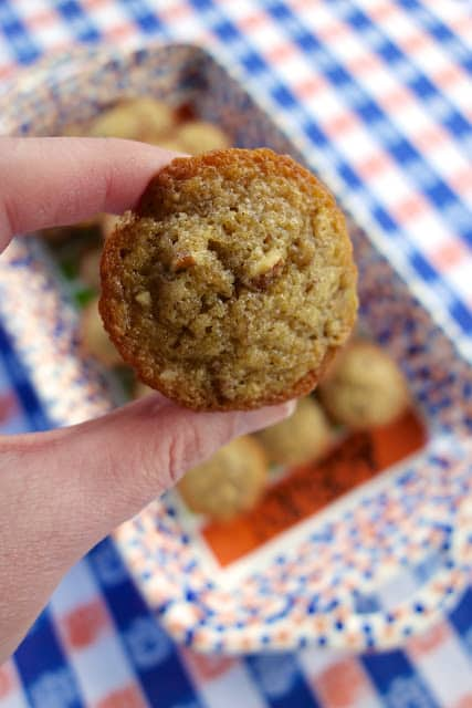 Pecan Pie Muffins - tastes just like pecan pie in muffin form! SO easy! Everyone LOVES these yummy muffins. Pecans, flour, vanilla, brown sugar, butter and eggs. Great for parties, breakfast, brunch and tailgating. Can make a day in advance and store in an air-tight container. Sprinkle with powdered sugar before serving. #muffins #pecan