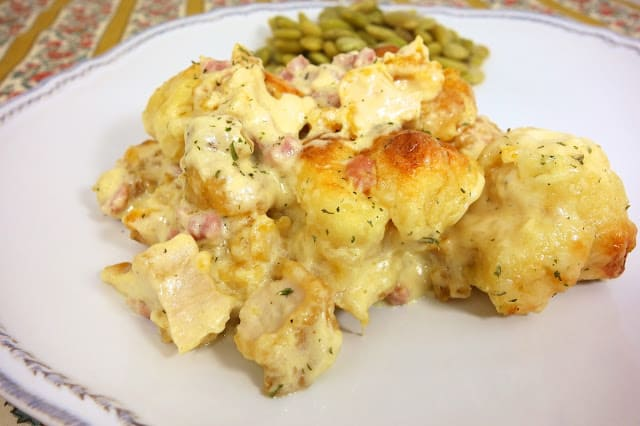 Chicken Cordon Bleu Bubble Up - crazy delicious!!! Great weeknight casserole! Chicken, swiss, ham, Alfredo sauce tossed with refrigerated biscuits. Everyone cleaned their plate and asked for seconds! Even our super picky eaters! This is going into the dinner rotation! YUM!