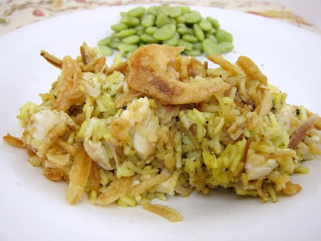 Chicken Rice-a-Roni Casserole - GREAT weeknight chicken casserole! Everyone cleaned their plate and went back for seconds!! Can make ahead and freezer for a quick meal later! Chicken Rice-A-Roni, cooked chicken, cream of chicken soup, sour cream, french fried onions. Great flavor and so easy to make! #chicken #chickencasserole #easycasserole #freezermeal