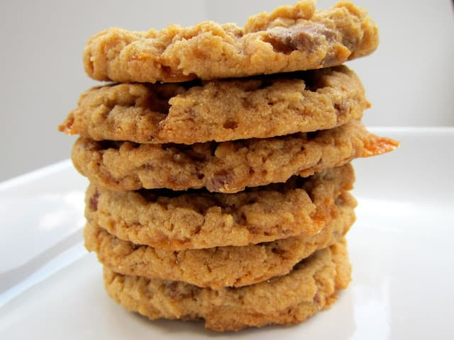 Butterfinger Cookies - peanut butter cookies packed full of Butterfingers. The best peanut butter cookie you'll ever eat!