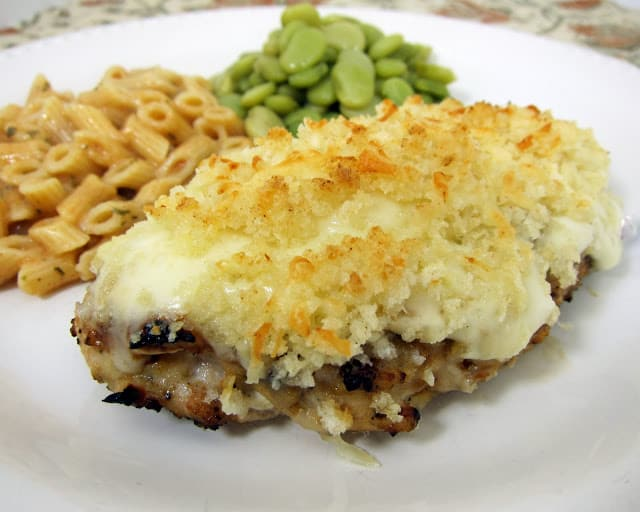 Garlic Parmesan Crusted Chicken - copycat from LongHorn Steakhouse. Grilled chicken topped with a creamy Ranch sauce and parmesan crumb topping. Tastes just like the restaurant. I made this tonight and it is AMAZZZING!!! :)