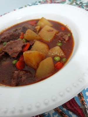 Slow Cooker Chuckwagon Stew - our FAVORITE beef stew recipe!! Stew meat, tomato puree, beef broth, chili powder, thyme, potatoes, carrots and green peas. Serve with some cornbread. Comfort food at its best!! #slowcooker #beefstew #comfortfood
