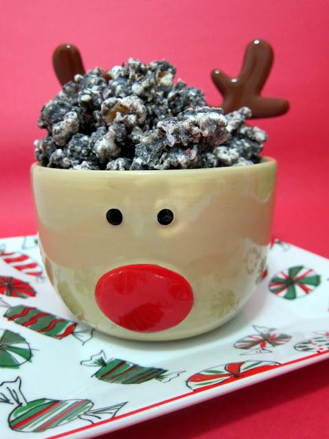 Peppermint Cookies & Cream Popcorn