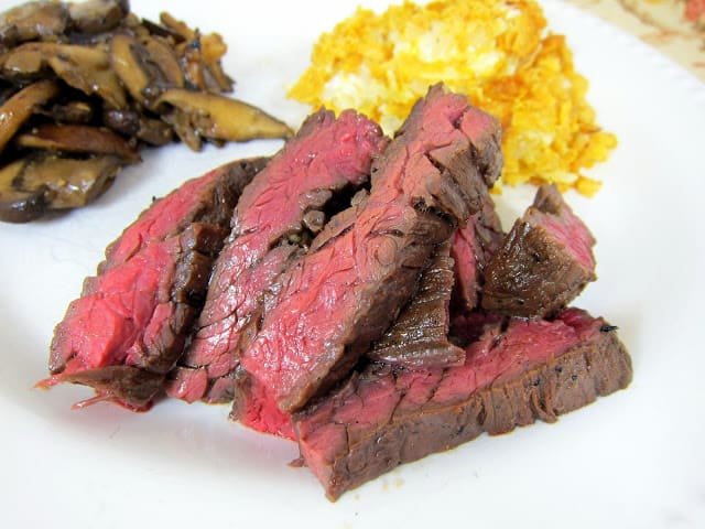 Southwestern Skirt Steak Recipe - skirt steak marinated in olive oil, soy sauce, onion powder, garlic, red pepper flakes, cumin and brown sugar - SOOOO good! Skirt steak is inexpensive and so tender and juicy. This is great as fajitas!