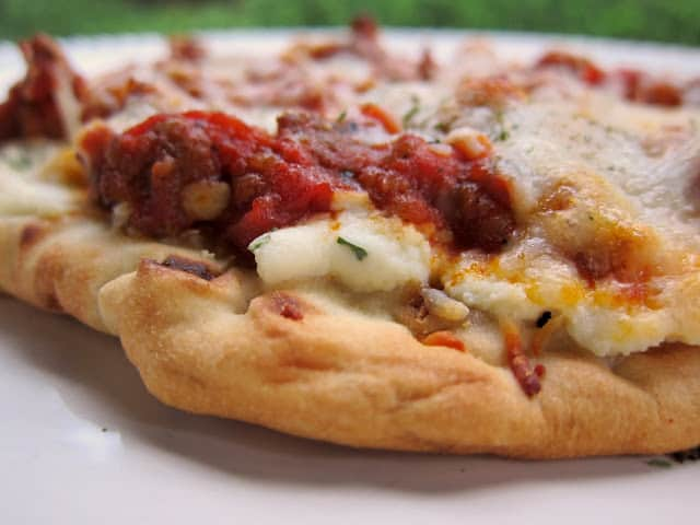 Lasagna Flatbread - meat sauce and 3 cheeses on top of a flatbread - all the flavors of Lasagna without all the work! Quick Italian Recipe! #pizza
