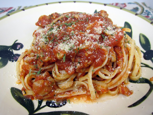 Chicken Ragu with Linguine Recipe - quick chicken pasta sauce - ready in under 30 minutes. Chicken thighs, shallots, garlic, rosemary, spaghetti sauce and linguine. Serve with salad and garlic bread for a quick weeknight meal.