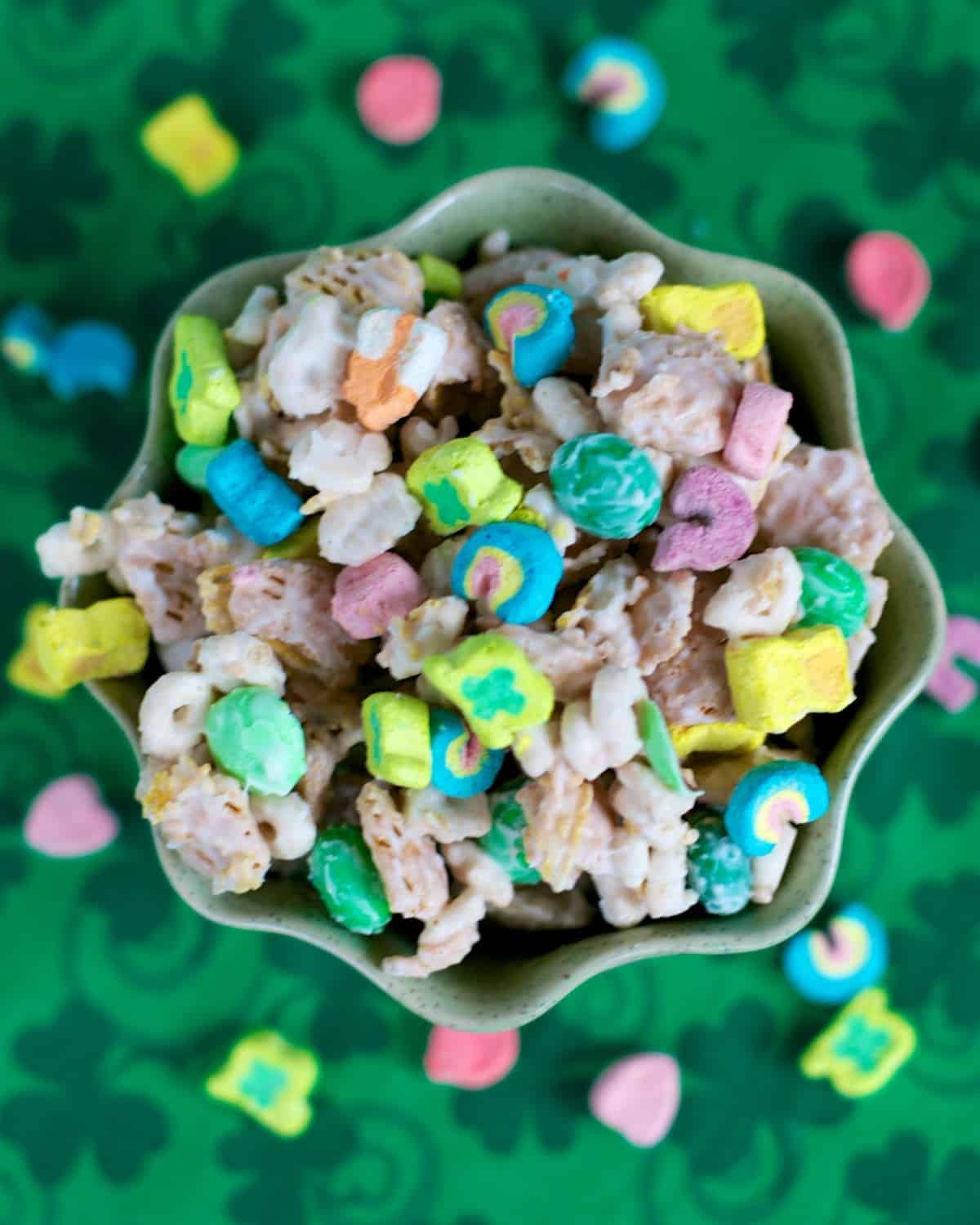 Leprechaun Bait - fun no-bake treat for St. Patrick's Day! Crispix, Lucky Charms, M&Ms and almond bark. Great for parties!! #stpatricksday #nobake #dessert