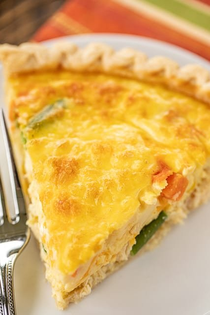 Chicken Pot Pie Quiche - comfort food at its best! Chicken, vegetables, cheddar cheese, eggs, milk and cream of chicken soup. The chicken soup makes all the difference! SO creamy and delicious! Great for brunch, lunch and dinner. Can make ahead and freeze for later! YUM! #quiche #chicken #chickenpotpie #freezermeal