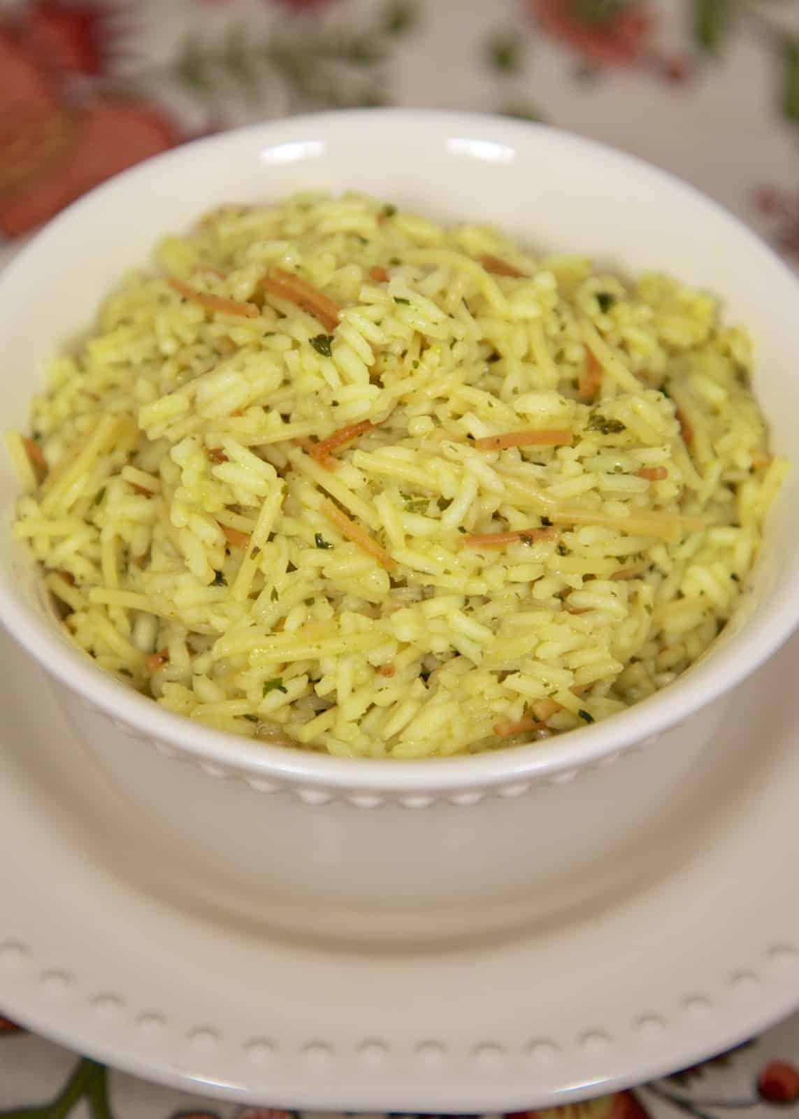 Homemade Chicken Rice-A-Roni Recipe - you'll never use the boxed stuff again! Rice, spaghetti, chicken bouillon, Italian seasoning, parsley, garlic powder. SO good and super easy to make. I like to mix up the ingredients and put into baggies for a quick side dish during the week.