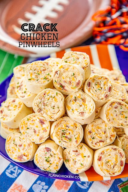 Crack Chicken Pinwheels - I am OBSESSED with these sandwiches! Cream cheese, cheddar, bacon, ranch and chicken wrapped in a tortilla. So simple to make with rotisserie chicken and precooked bacon. Can make ahead of time and refrigerate until ready to eat. Perfect for parties and tailgating!! #pinwheels #chicken #tailgating #bacon #sandwich #partyfood