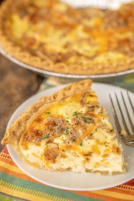French Onion Chicken Quiche - seriously delicious! Chicken, french onion dip, cheddar cheese, french fried onions, eggs, and heavy cream. Can make ahead and freeze for later! Everyone LOVES the flavors in this yummy quiche!! I usually double the recipe and still don't have any leftovers! Just add a salad and dinner is done! #chicken #casserole #quiche #brunch #chickenrecipe