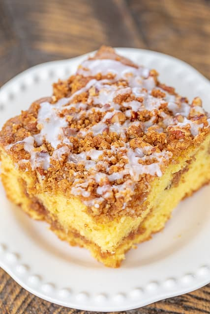 Graham Cracker Streusel Coffee Cake - seriously delicious! SO moist and the streusel topping is to die for! We couldn't resist this yummy cake!! Cake mix, vanilla pudding, sour cream, oil, eggs, vanilla, cinnamon, graham cracker crumbs, brown sugar, pecans and butter. Great for potlucks, tailgating, breakfast, brunch and dessert. #breakfast #cake #dessert #coffeecake