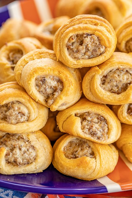 Maple Sausage and Cream Cheese Crescents - we are addicted to these things! OMG! SO good! Only 4 ingredients - sausage, cream cheese, maple and crescent rolls. Can make the filling ahead of time and refrigerate until ready to bake crescents. Great for breakfast, lunch, dinner, parties and tailgating!!! I always double the recipe because these never last long! YUM! #partyfood #breakfast #crescentrolls #maple #sausage