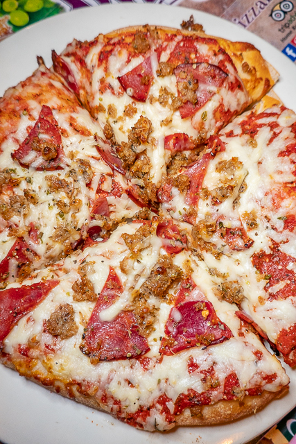 pizza with sausage and pepperoni