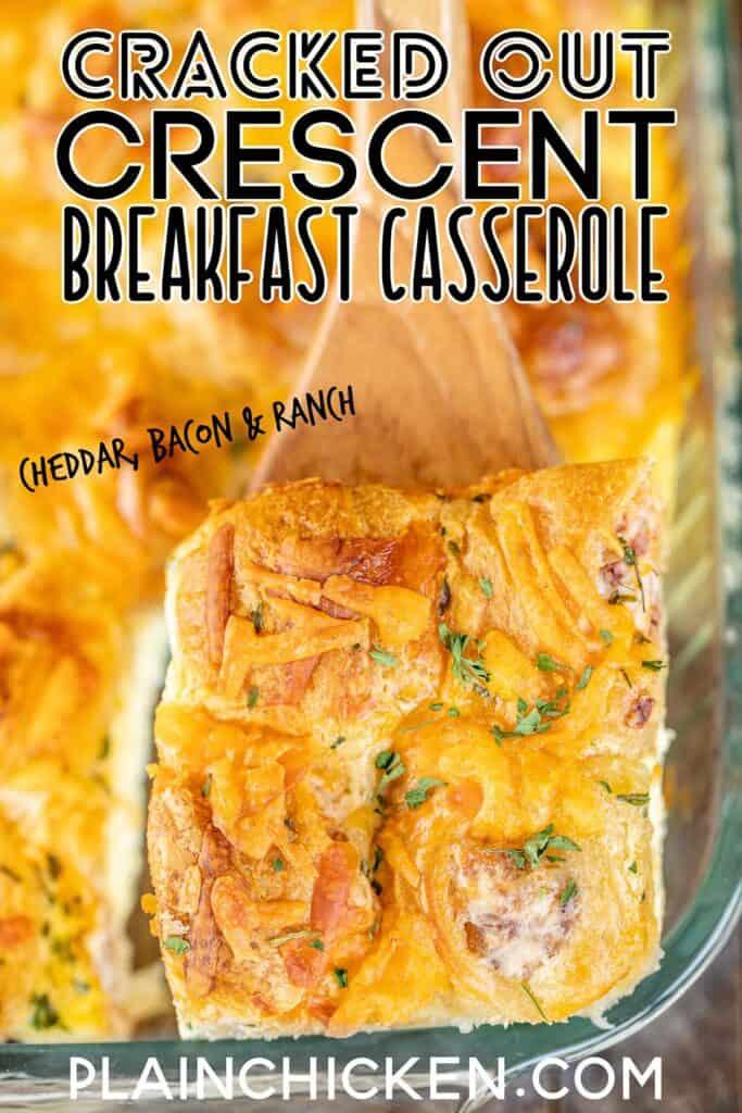 Scheibe Frühstück Kasserolle auf einem Spatel